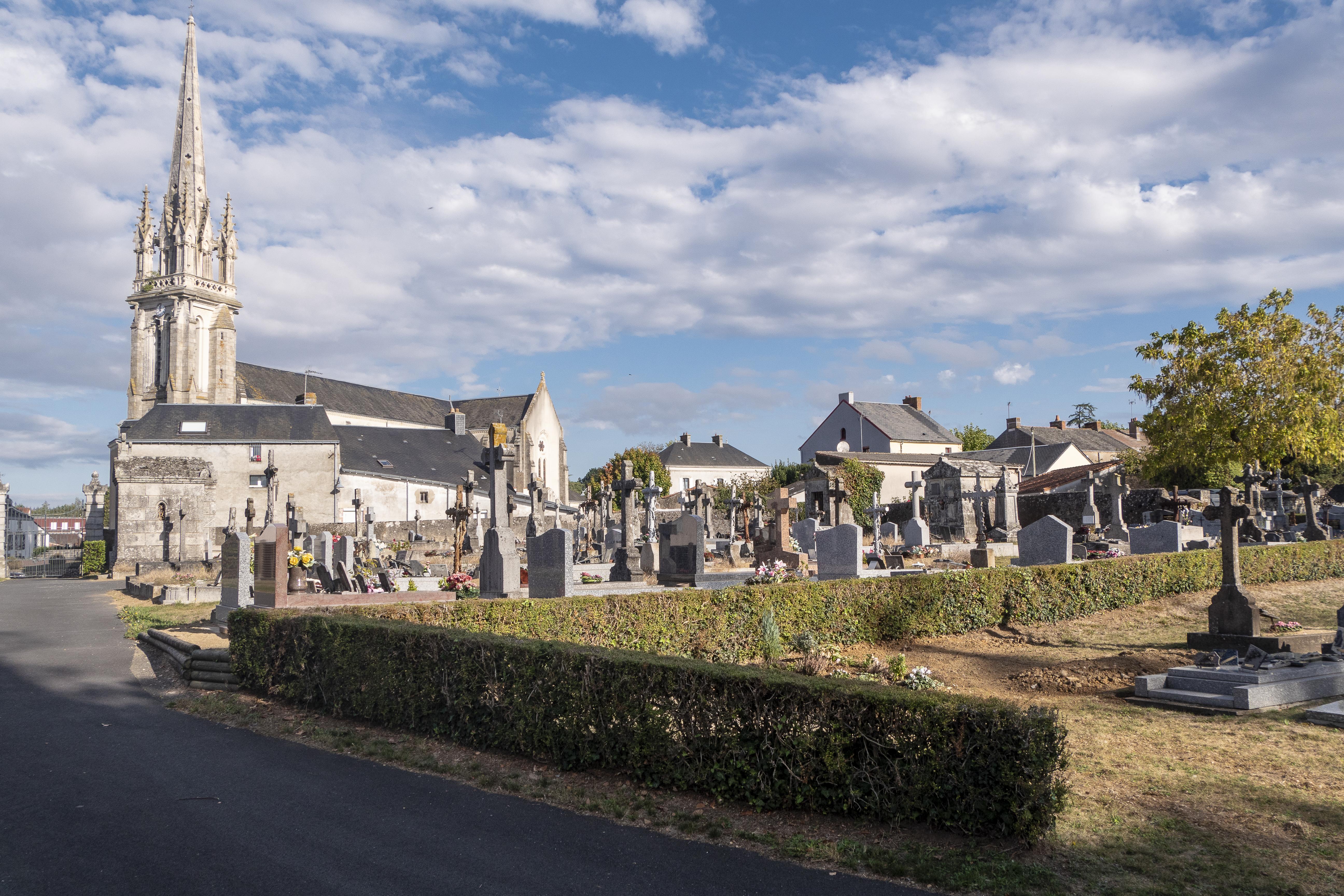 Vue cimetière historique, près de l'Eglise, rue des Alouettes