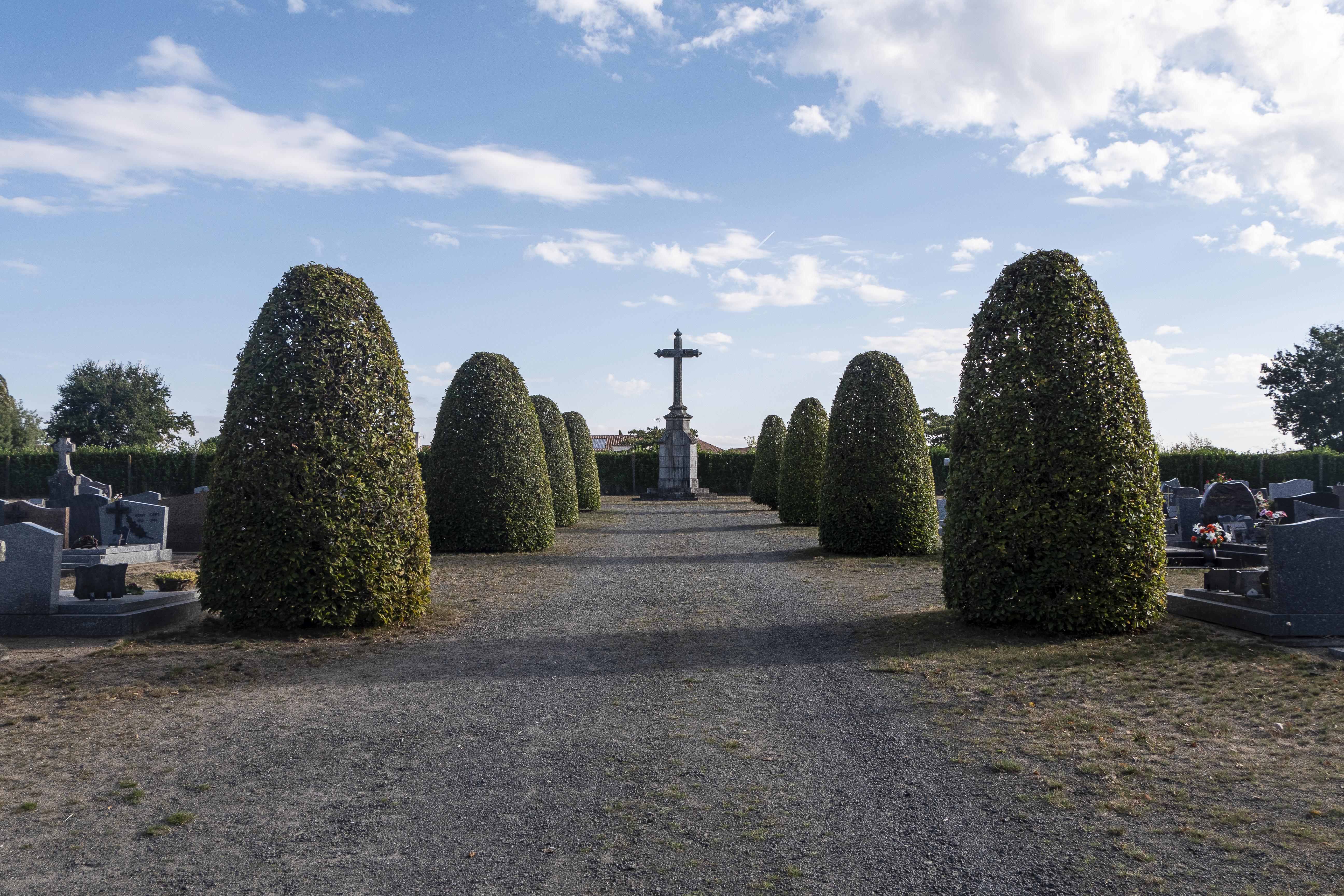 Vue nouveau cimetière rue des Lilas