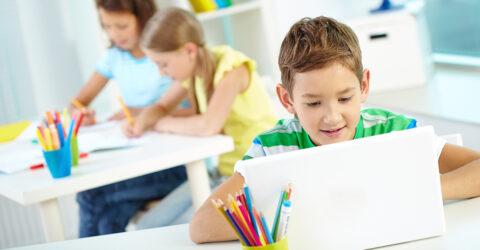 Photo d'illustration : informatique à l'école - Freepik